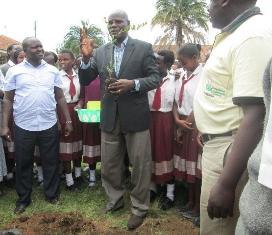 Mr. Okeya from Green Africa Foundation demonstrating the best way on how to plant a tree